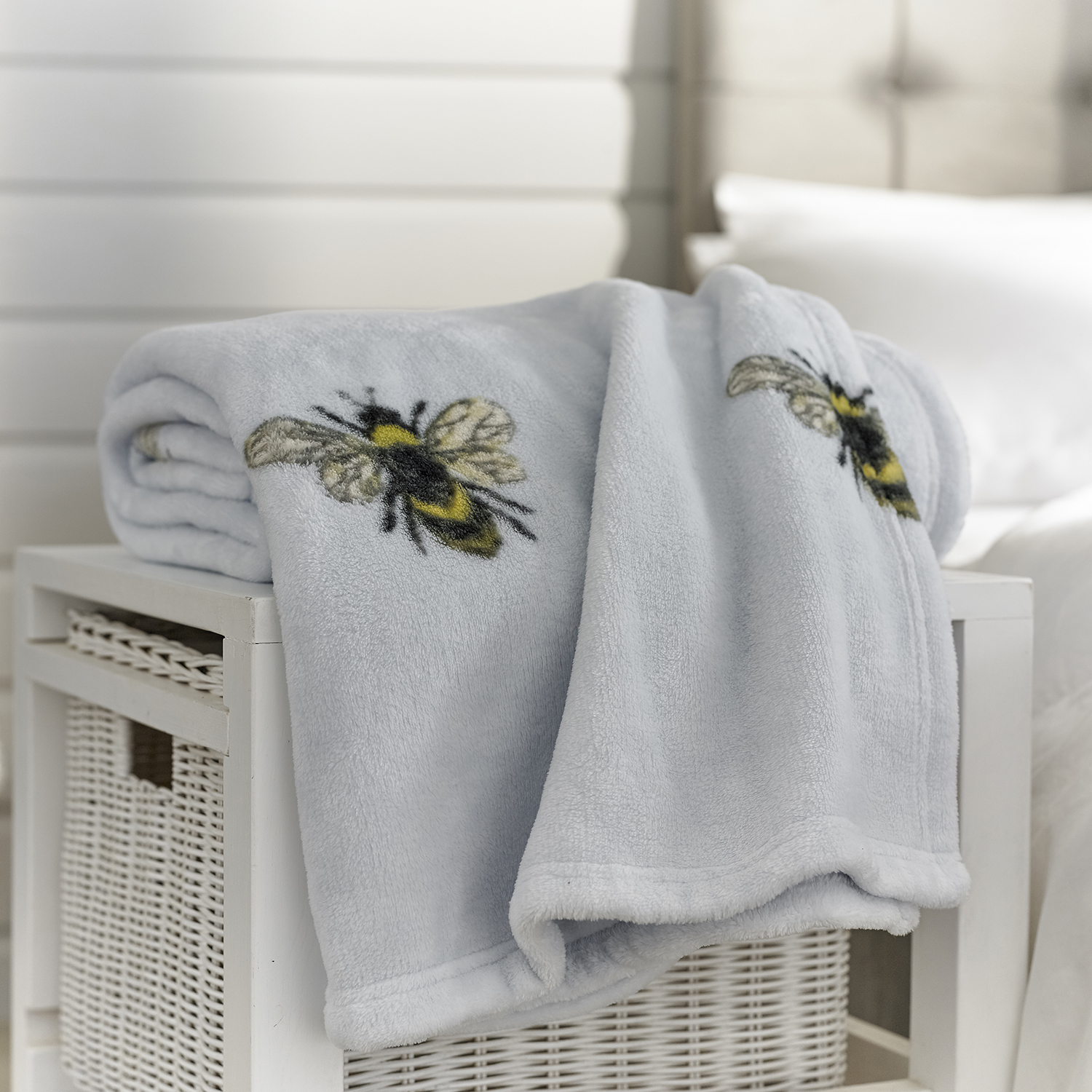 Deyongs Bee Throw Blue
