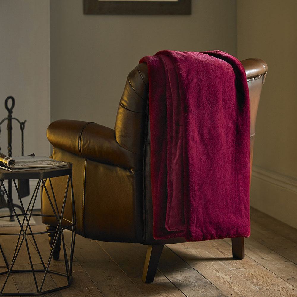Deyongs Aspen Faux Fur Throw - Ruby