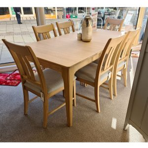 New England Table & 6 Vermont Dining Chairs
